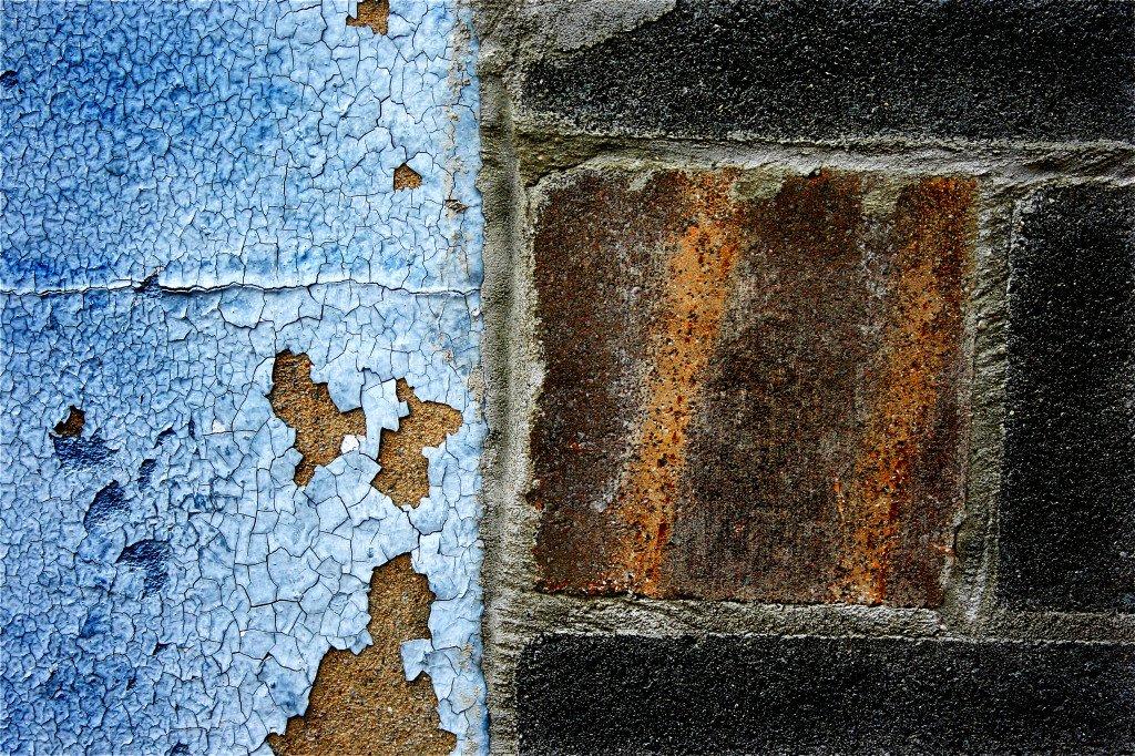Self-tagging wall
